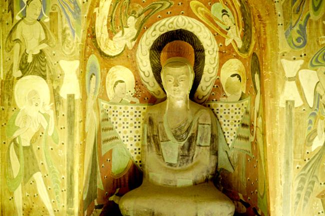 榆林窟保存至今的彩塑共有250余身,壁画约5000余平方米。