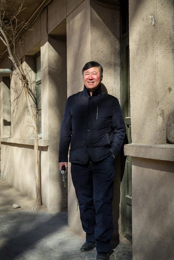 巩彦雄:敦煌研究院榆林窟文物保护研究所文物管理室副主任,已在榆林窟工作37年。