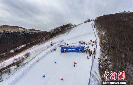 图为比赛现场太舞滑雪小镇。 赵子安摄