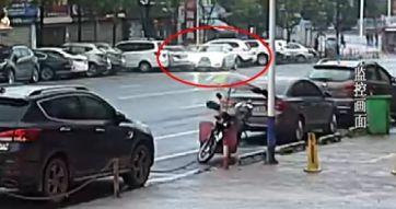 一杯豆浆、一脚油门!萍乡奥迪女司机连撞6辆小车