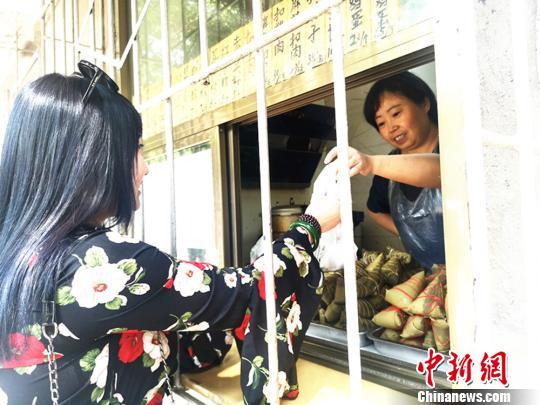 """佳偶辟新口胃粽子""""对胃""""北方饮食一天卖上千个"""