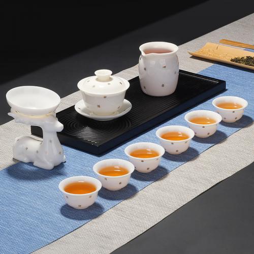 """盏旺茶具 象征着""""美好、高贵、吉祥、温柔、安谧""""的世俗情感。"""
