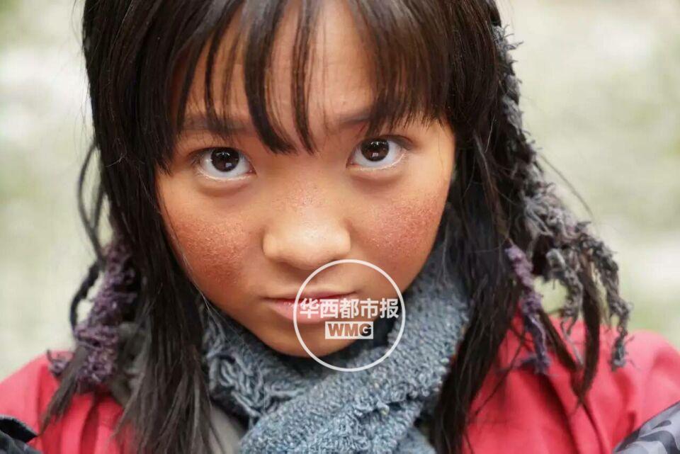 16岁林妙可变这样:蓬头垢面皮肤黑,脸上还有雀斑【星看点】