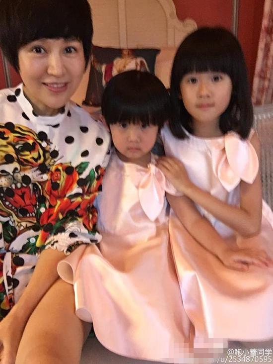 """陆毅鲍蕾结婚10周年 母女三人甜蜜说""""爱你""""【星看点】"""