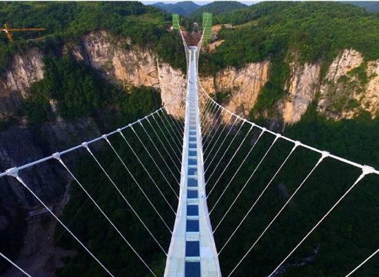科罗拉多大峡谷悬空玻璃桥 这些世界上最危险的桥 比张家界的玻璃桥还惊悚