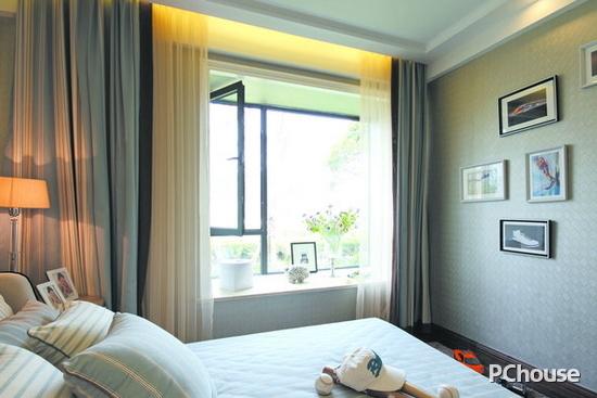欧式飘窗窗帘图片 欧式飘窗窗帘图片5 欧式居室有的不只是豪华大气,更多的是惬意和浪漫,通过完美的曲线,精益求精地细节处理,带给家人不尽的舒适触感。
