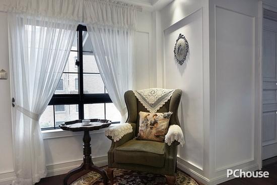 欧式飘窗窗帘图片 欧式飘窗窗帘图片8 简欧风格设计通过完美的典线,精益求精的细节处理,带给人不尽的舒服触感。 不知道这些欧式飘窗窗帘图片,对大家有帮助吗?其实欧式的典雅可以通过很多种方式呈现出来,只要与整个家居风格搭配,那就是最好的呈现方式。