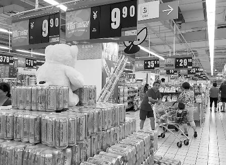 """每听啤酒1.1元""""酒比水贱""""再现 10年征战进入寡头时代"""