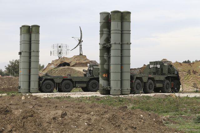 部署在叙利亚拉塔基亚俄军基地的S-400防空系统。