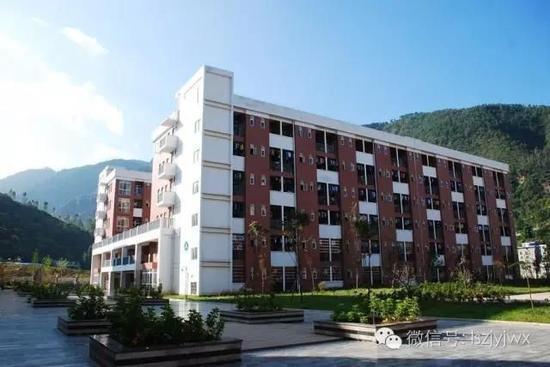 会东县和文中学学生宿舍楼(摄于2014年)