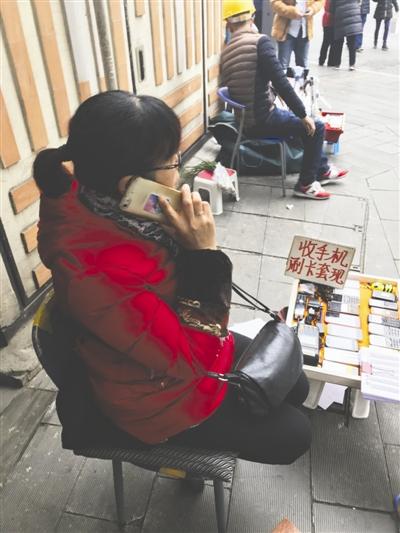 """起底手机""""黑卡"""":一张卖100多 线上线下都有 (图)"""