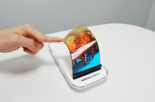 iPhone8或标配OLED屏!苹果买断1.6亿块