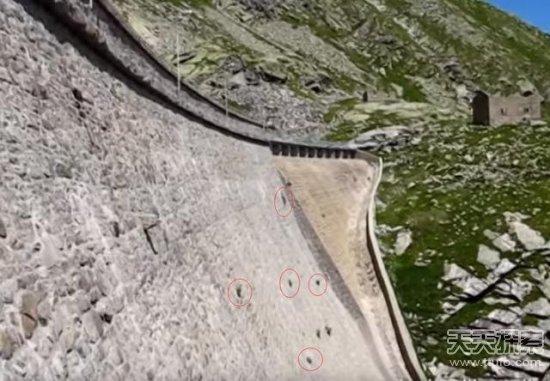 大坝上出现神秘黑点把镜头拉进后彻底惊呆了
