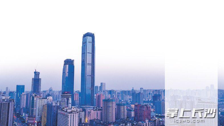 湖南在建第一高楼九龙仓。长沙晚报记者李锋摄
