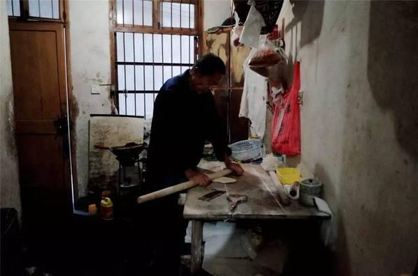 这座浙江小镇里 老街上全是几十年的老字号美味