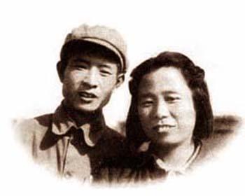 李昭与胡耀邦1946年在张家口