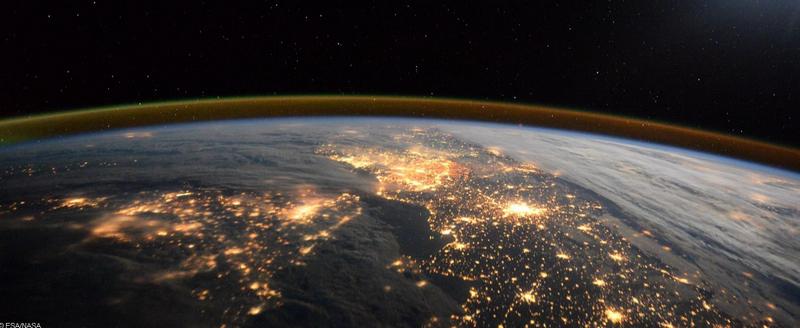 顶级观景房:英宇航员出书公布罕有地球俯瞰照片(组图)