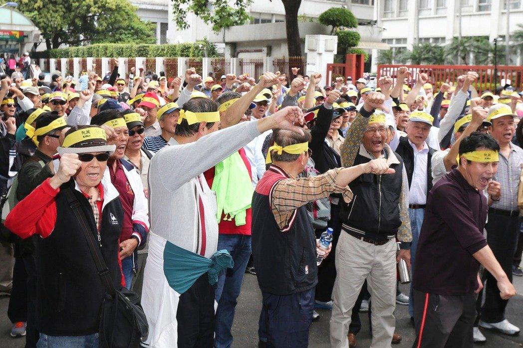 台退休军人:蔡英文没资格保护台湾 不能让她乱