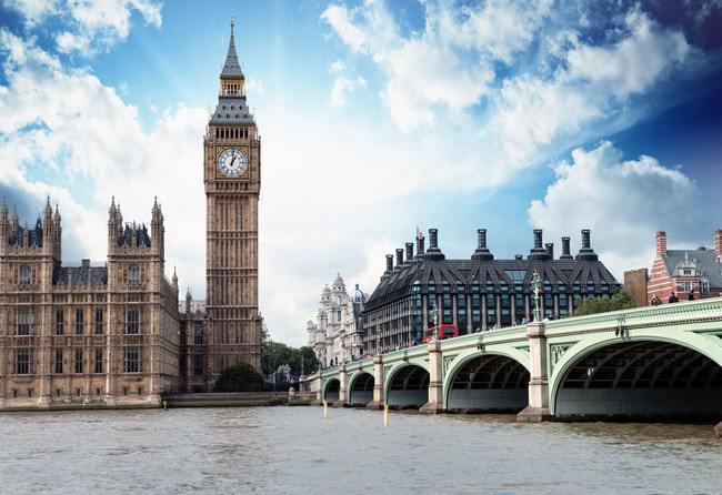 法国巴黎的埃菲尔铁塔,英国的伦敦大桥,日本的北海道,泰国的泰姬陵