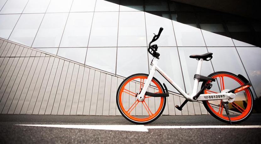 在单车构造上,相比于普通自行车,摩拜参考了汽车轮的构造,车轮子的32