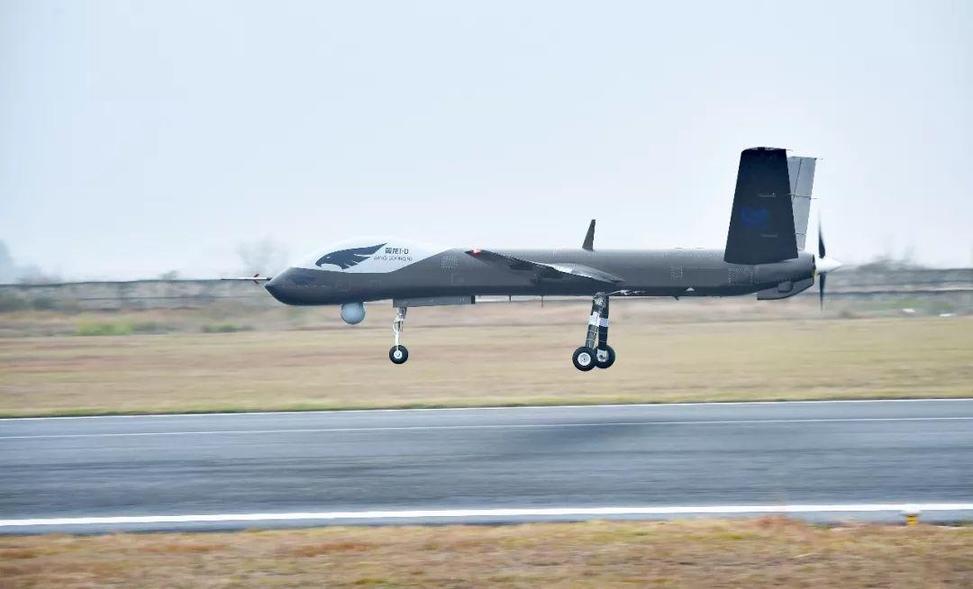 中国首款全复材多用途无人机翼龙I-D首飞