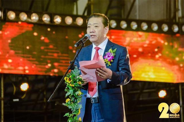 64岁葵花药业董事长退休,交棒36岁小女儿,曾与妻离婚反赚6000万