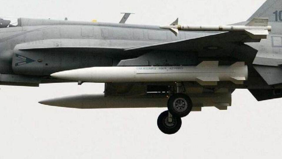 """伊朗海军司令参观""""枭龙""""3 先买200架应个急"""