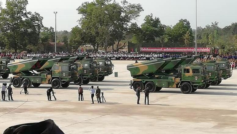 """中国火箭炮亮相老挝阅兵 """"土""""的让美国羡慕"""
