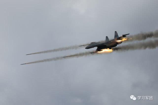 解放军苏35跨昼夜训练 已具备夜间空中加油能力
