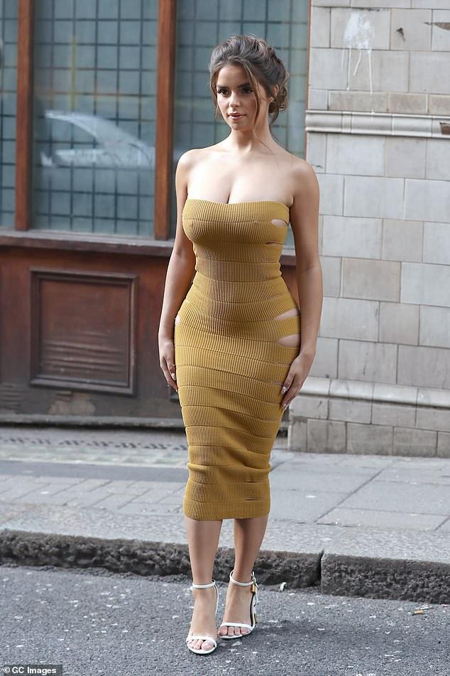 英国嫩模DemiRose亮相伦敦时装周成焦点