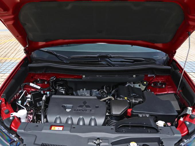 广汽三菱  2.4L 四驱致尊版 发动机舱