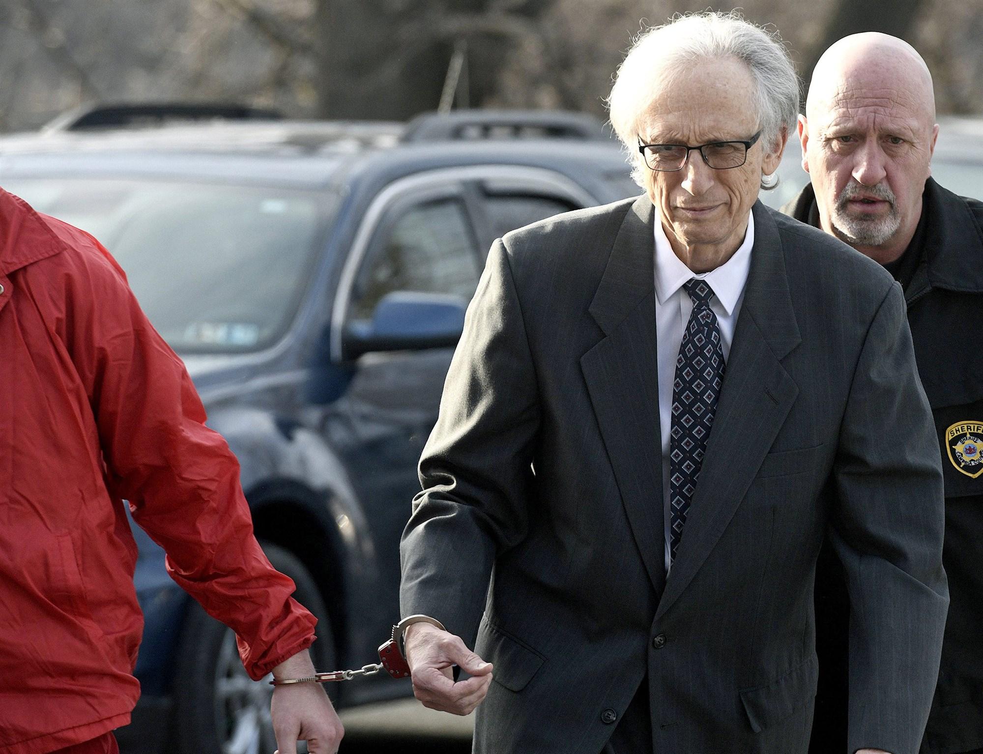 线上与线下配资的区别,美国71岁前儿科医生获刑158年 利用诊疗性侵31名幼童