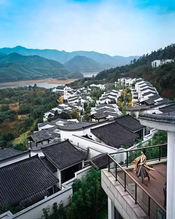 在最美的季节梦入江南_这些枕水酒店千万别错过!