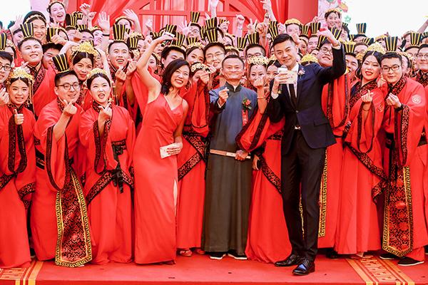 """媒体:马云""""飙车""""高管跟晒 这就是阿里的""""家文化""""?"""