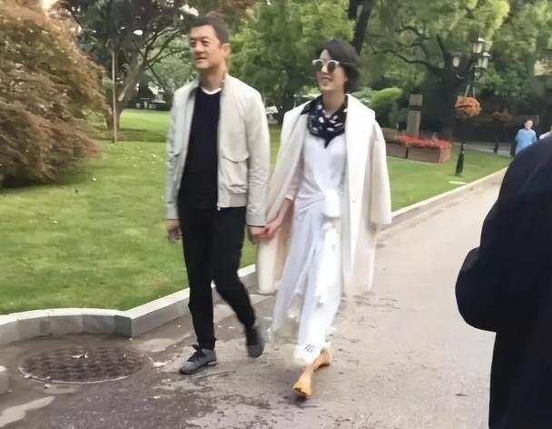 """李亚鹏发文承认恋情 女方""""没有500亿,是位文字工作者"""""""