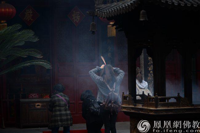 高考了,去寺庙拜佛祈求顺利,有用吗?