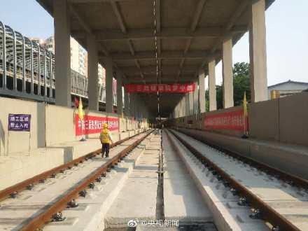 全长174公里的京张高铁轨道贯通 系我国首条智能高铁[霸气!]