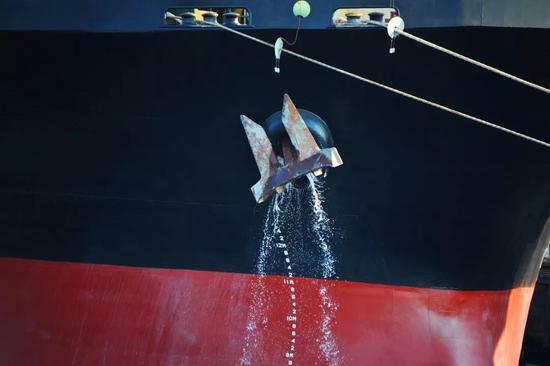 大型船舶的船锚(图片来源:veer图库)