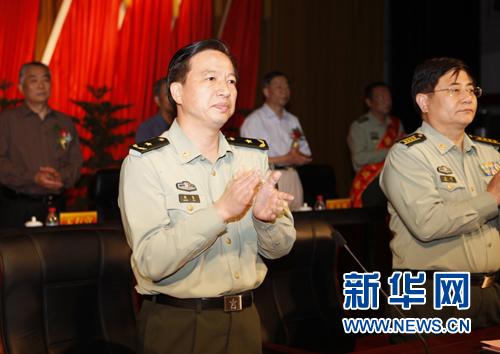 总参政治部程坚副主任出席大会徐辰摄