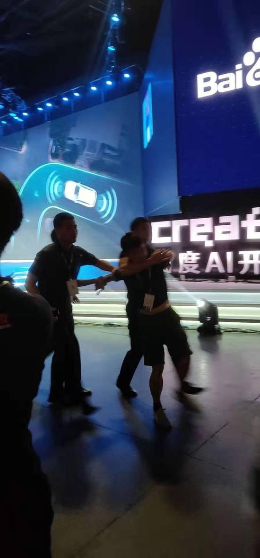 百度AI开发者大会 李彦宏被泼水图片 第3张