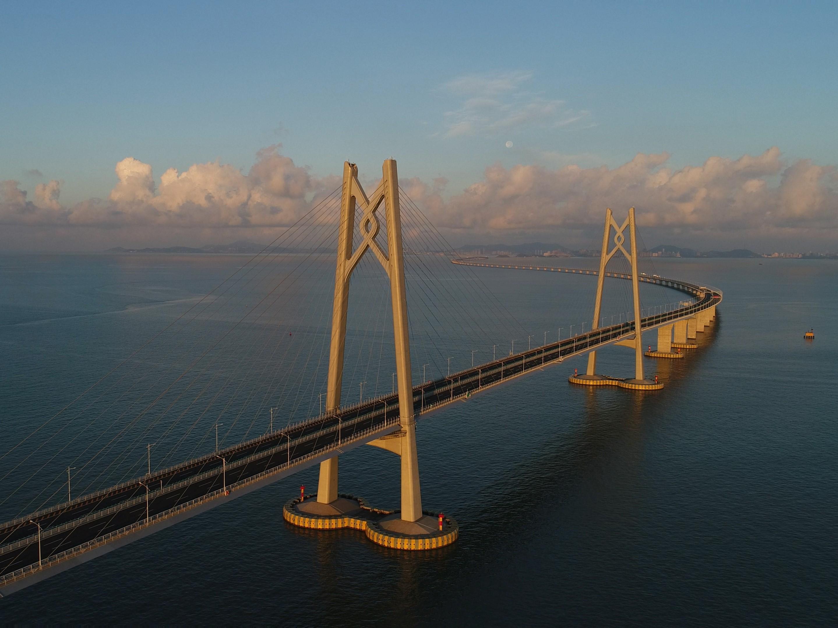 港珠澳_《八年半小时》港珠澳大桥工程师纪实