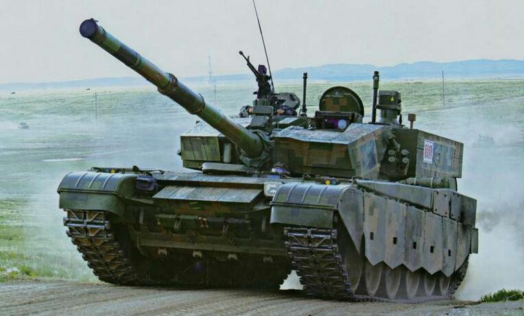 99改式主战坦克视频_兵器百晓生:99式主战坦克 中国籍最强陆战之王_凤凰军评
