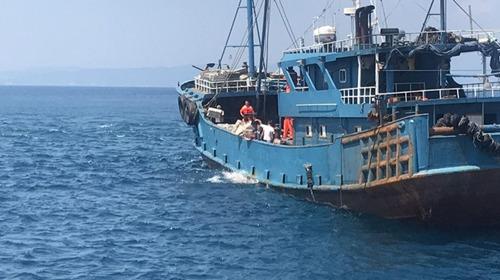 台再扣大陆渔船或罚200万 国台办:骨肉兄弟将心比心