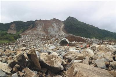 贵州毕节地区纳雍县_贵州毕节滑坡:一家人被埋 剩一个人在那里哭_凤凰资讯