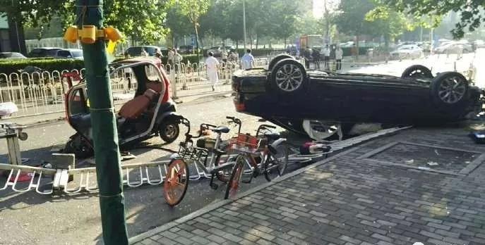北京百子湾车祸致2死3伤 交管局:司机无证驾驶