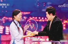 四年磨一剑 陕西女娃陈更终获《中国诗词大会》总冠军