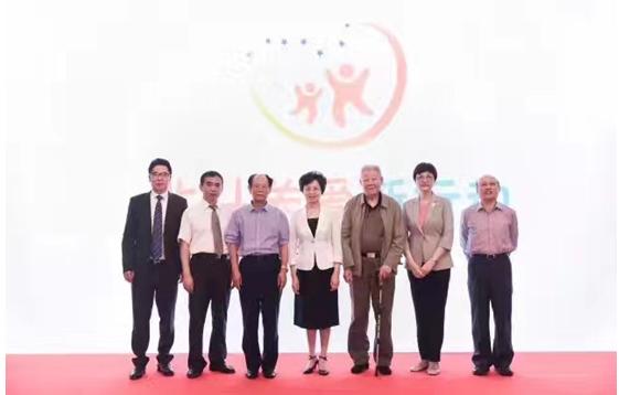 (左一:刘贵生、左二:张春领、左三:胡德平、中:宋秀岩、右三:孙家栋、右二:邓丽、右一:杜平)