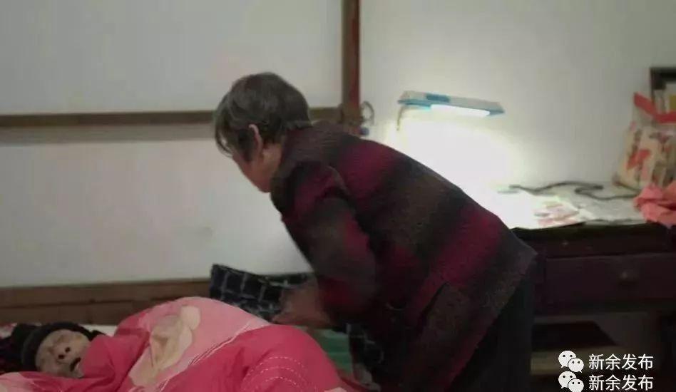 媳妇自慰给公公看_新余74岁媳妇照顾96岁瘫痪公公 10余年无怨无悔