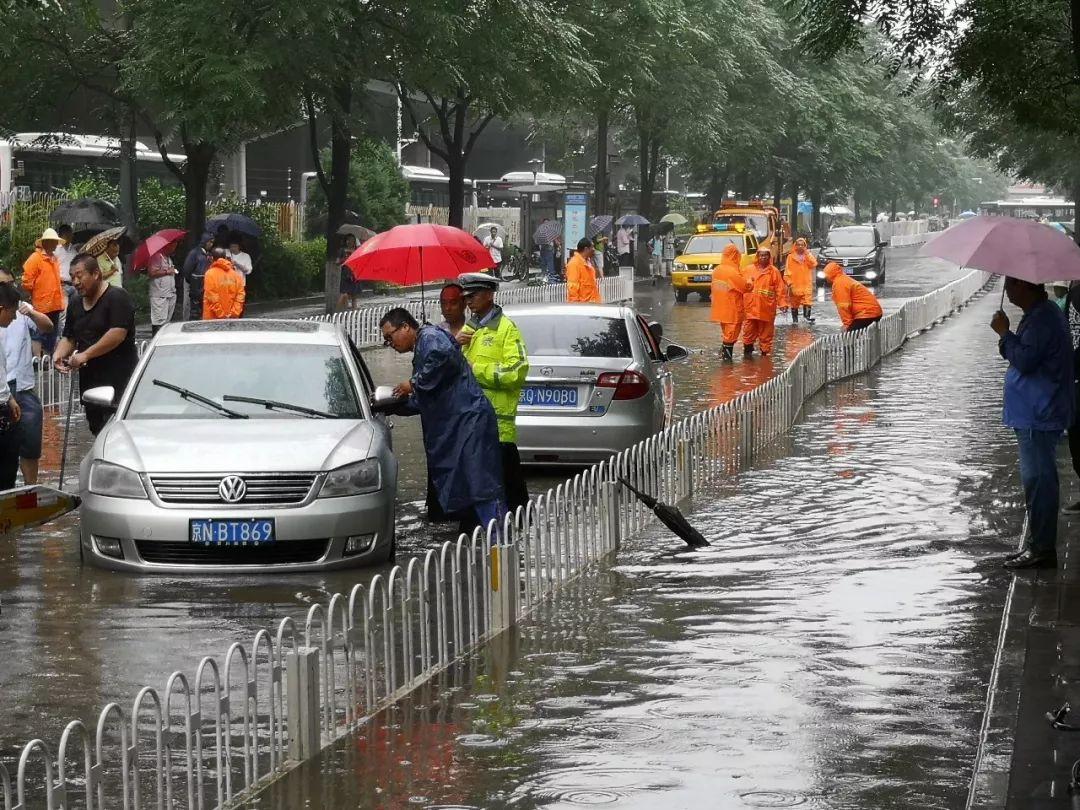 北京大暴雨_北京大暴雨:我在西二旗公交站,等一艘船来接我_凤凰资讯