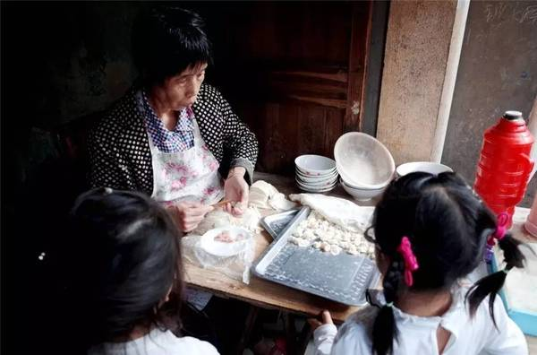 這座浙江小鎮里 老街上全是幾十年的老字號美味